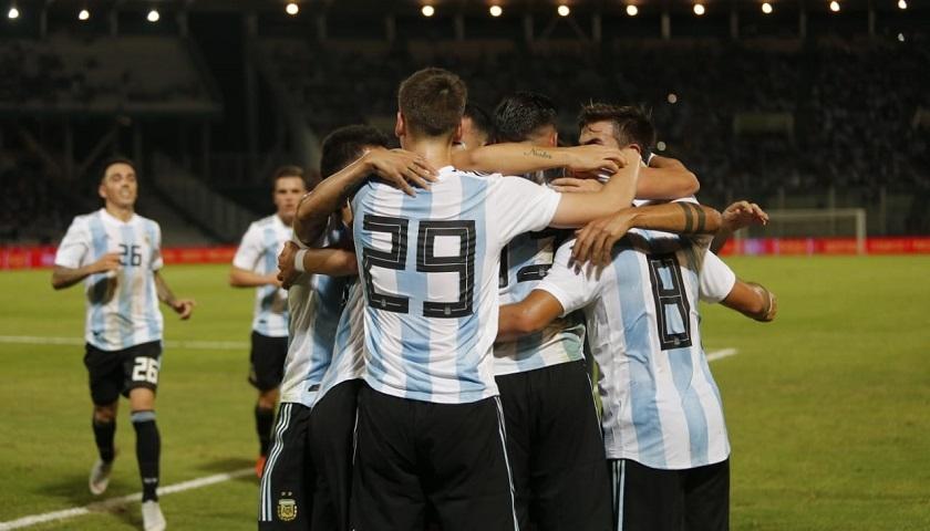 Argentina derrotó 2-0 a México